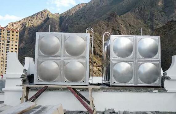 保溫水箱(左)和冷水箱(右)工地:丹巴